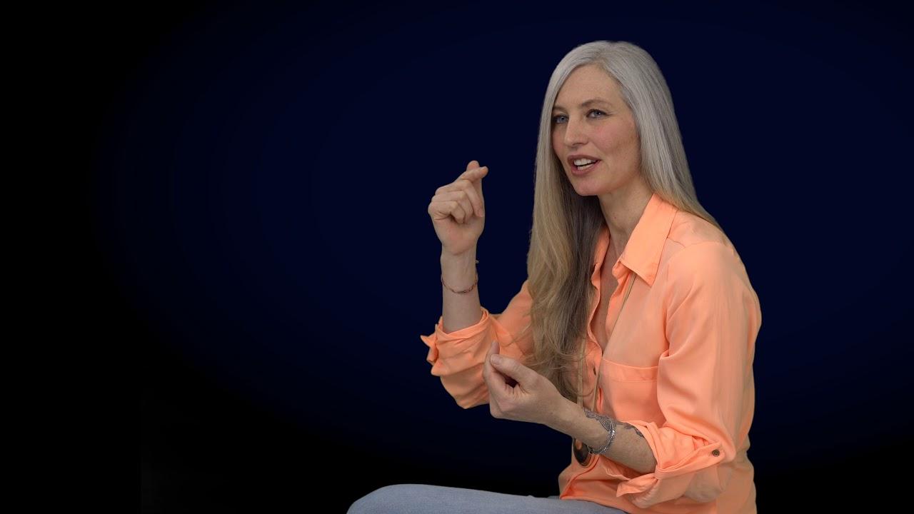 Julie Ann – Unser Verstand reagiert auf Angst und unser Herz agiert aus Liebe