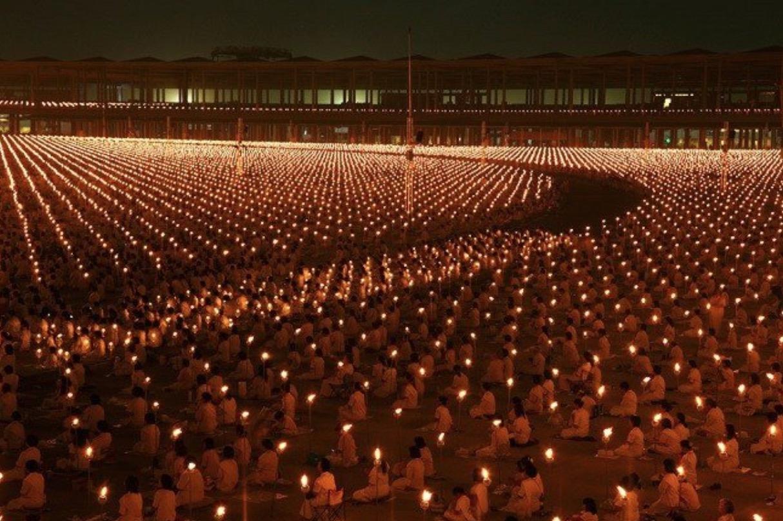 1 million d'enfants se réunissent et méditent pour la paix mondiale en Thaïlande